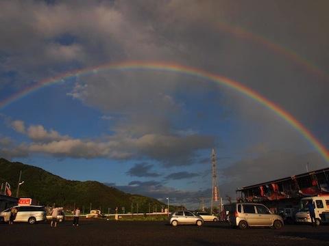 仮設商店街にかかる虹。(写真提供:高橋さん)