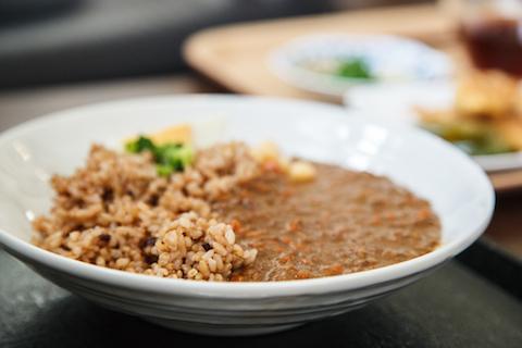 粟カフェの古代米キーマカレー