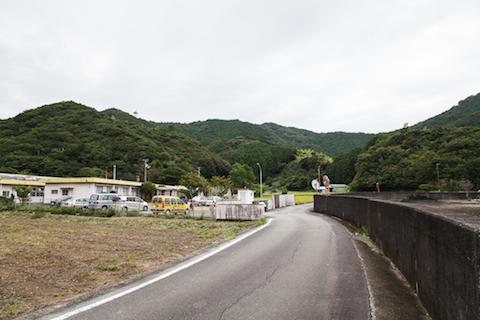 左手の山の手前にあるのが、一部「美波Lab」として利用されている建物。
