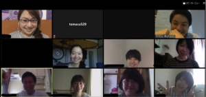 ビデオ会議でコミュニケーションするタクセルのメンバー